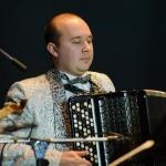 097-artem-v-koncerte