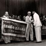 Л.Л.Христиансен принимает поздравления  после концерта, Пхеньян,1956 г.