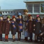 Фото на память с корейскими девочками, аэропорт Пхеньян Сунан
